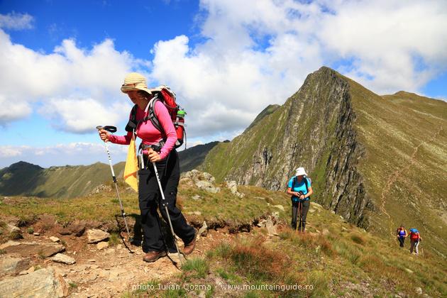 Wandern und Bergsteigen in rumänischen Berge, das Klettern den höchsten Gipfel in Rumänischer Karpaten