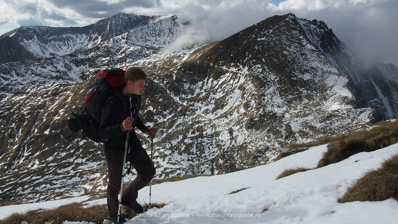 Vater und Sohn Expedition durchs Sambata Tal auf den Moldoveanu Gipfel mit Julian Cozma vom 22.-24.10.2013, Fagaras Gebirge, Rumänien